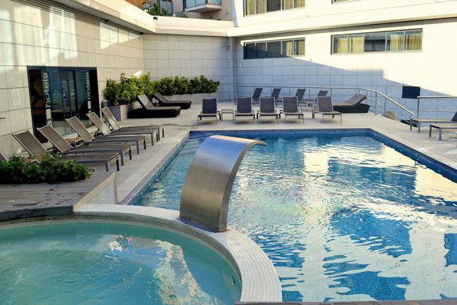 La piscina del Hotel Icaria