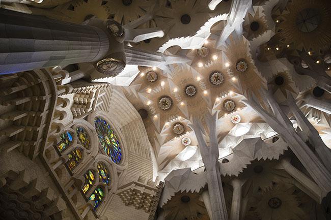 La navata della Sagrada Familia