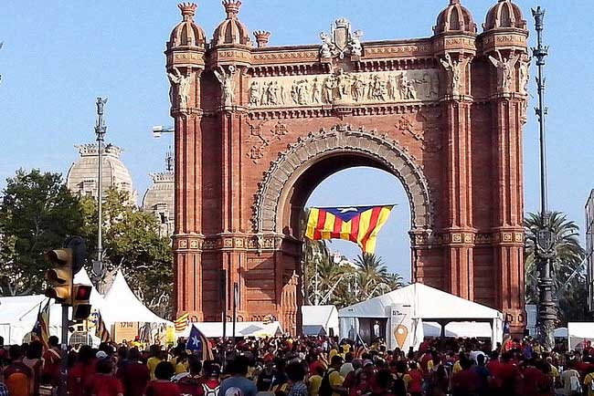 Arco del Triunfo on the day of the Diada