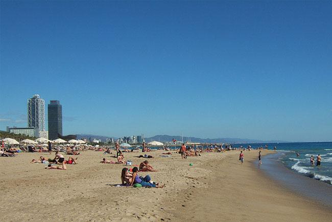 Relax in spiaggia a Barcellona