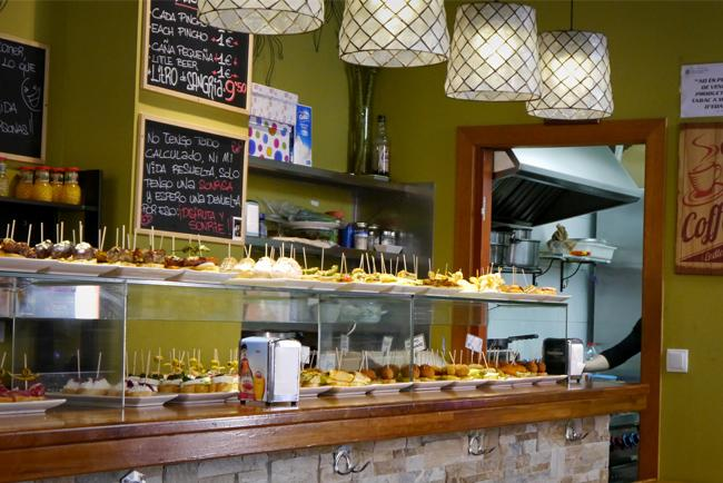 Uno dei bar di pinchos in Carrer Blai